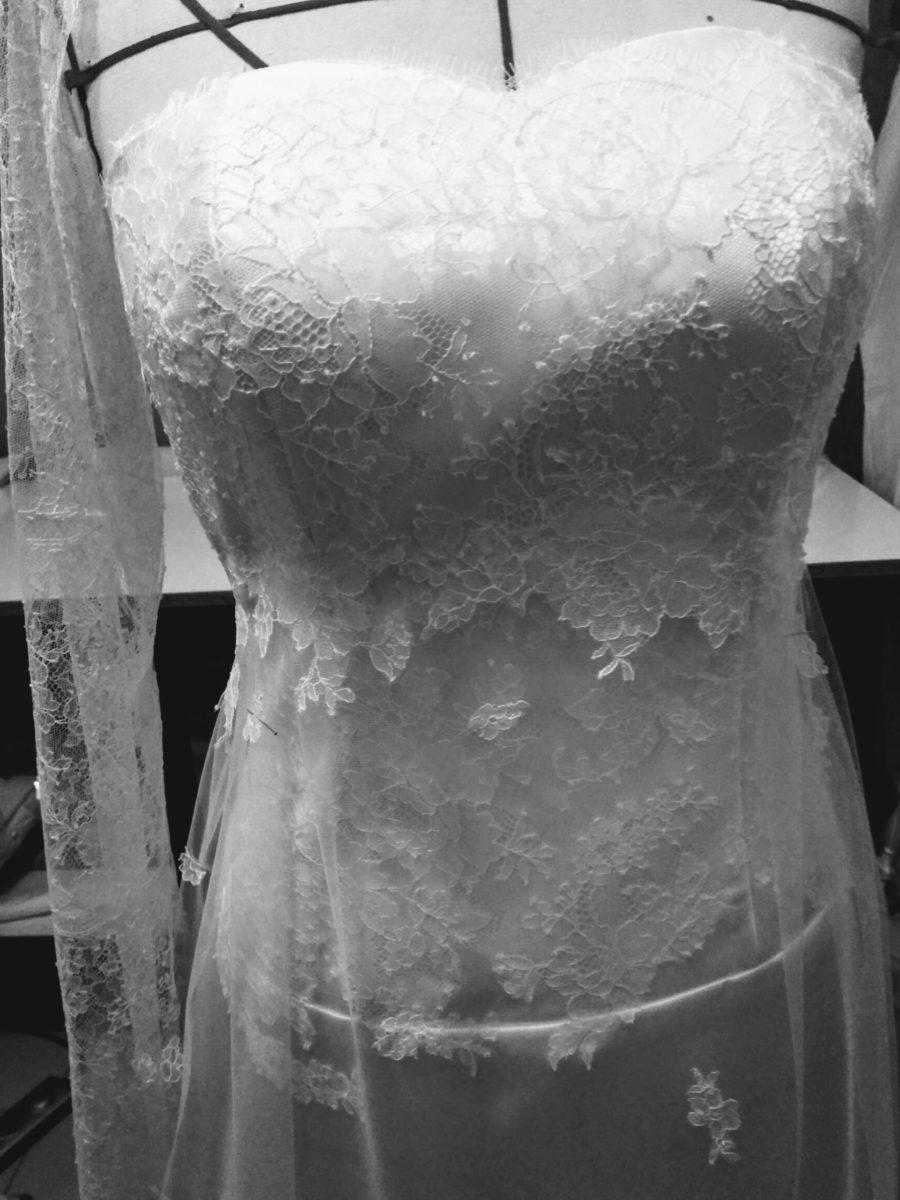 décolleté dentelles voile robe de mariée romantique